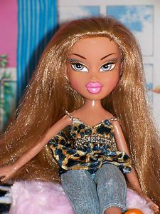 Pretty Long Golden Blond Hair Bratz Doll Fully Dressed Snap on Shoes Feet