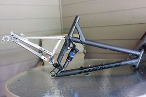 2009 Turner 5 Spot DW Link 140mm Travel Full Suspension Mountain Bike Frame
