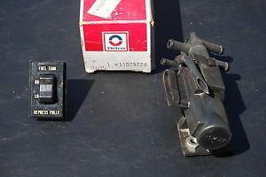 1973 1987 Chevy GMC Pickup 3 Port Fuel Gas Tank Selector Valve GM 14029228
