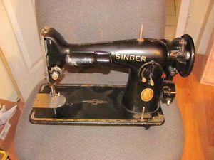 1951 Antique Vintage Singer Sewing Machine Model 221 Serial AK555653 Works See