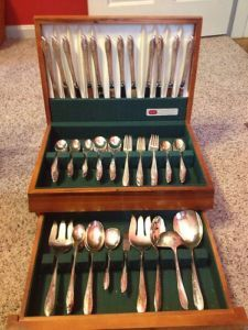 1847 Rogers Brothers Silver Plate International Spring Time Silverware w Chest
