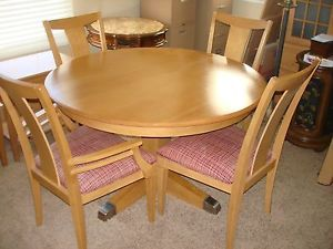 Ethan Allen Dining Able with Extendable Leaf 2 Armchairs 4 Armless Chairs