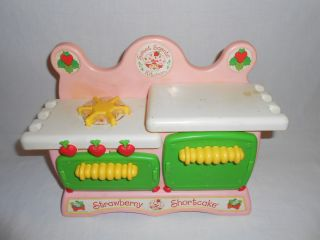 Vtg 1984 Strawberry Shortcake Sweet Scents Kitchen Toy by Kenner Kids