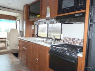2014 Coachmen Pursuit 31 BDP New Class C Gas motorhome RV Coach Front Bunk Bed