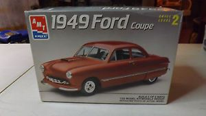 AMT Ertl 1949 Ford COUPE1 25 Scale Open Plastic Model Car Kit