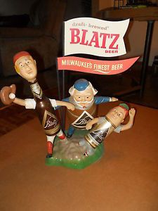 Vtg 1950s Blatz Beer Baseball Players 3 Guys Statue Can Bottle Keg with Flags