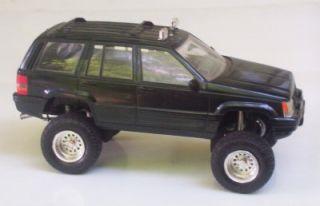 Jeep Grand Cherokee OOAK Custom Lifted 4x4 Chassis 1 24 Tamiya Builtup Model SUV