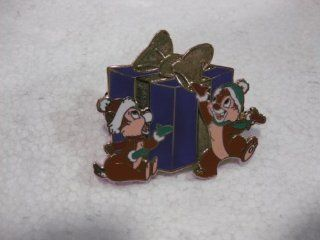 Disney Pin Countdown To Christmas Collection Number 3 From Set Of 7 Limited Edition 1 Of 1,000 Chip & Dale With There Huge Presant From 2009 Release Toys & Games