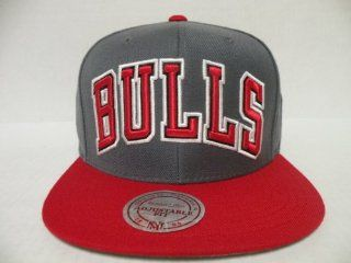 Mitchell and Ness NBA Chicago Bulls Bold Script 2 Tone Gray Red Retro Snapback Cap: Sports & Outdoors
