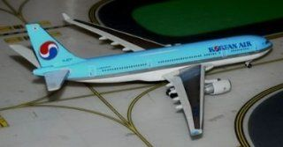 JC Wings Korean Air A330 200 Model Airplane: Toys & Games